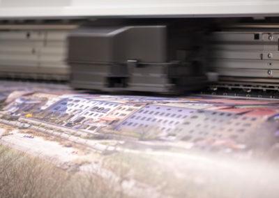 Digitaldrucker beim drucken auf Folie