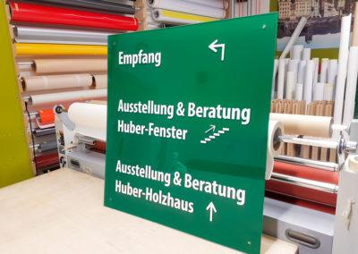 Schild zur Orientierung Huber und Sohn Bachmehring