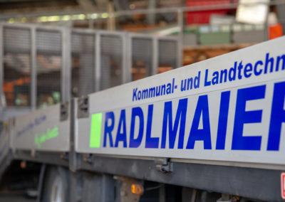 Fahrzeugbeschriftung LKW Beschriftung Autobeschriftung Radlmaier kommunal und Landtechnik Babensham Brei Werbetechnik Wasserburg