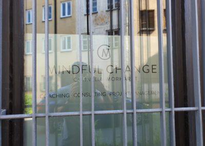 Schaufensterbeschriftung Mindful Change Wasserburg