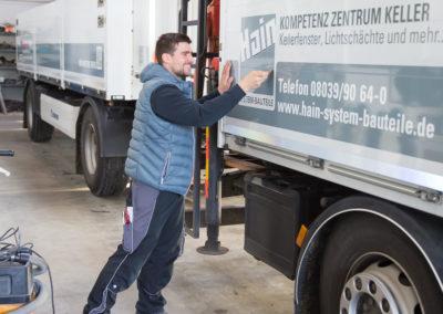 Fahrzeugbeschriftung LKW Hain System-Bauteile
