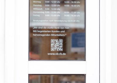 Beschriftung Öffnungszeiten Raiffeisenbank Eiselfing