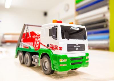 Beschriftung Spielzeug Container Zosseder Wasserburg