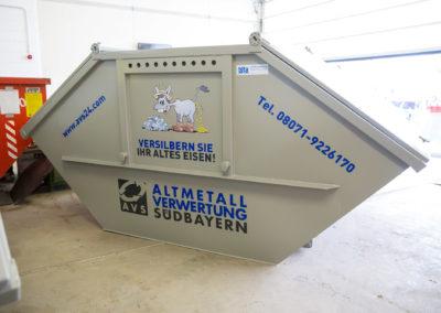 Beschriftung Container Altmetallverwertung Südbayern AVS Wasserburg