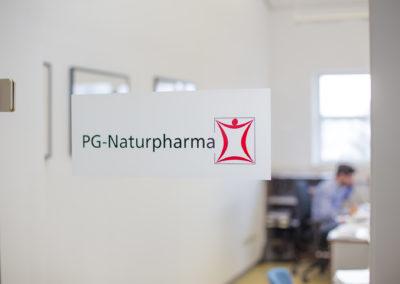 Türbeschriftung PG Naturpharma Edling