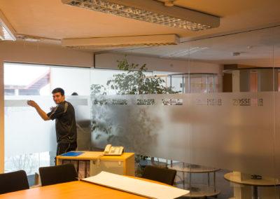 Fensterfolierung Glasdekorfolie Zosseder Besprechungsraum