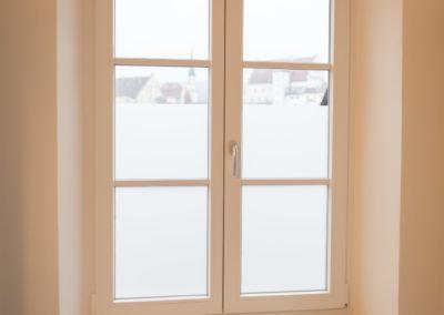 Fensterfolierung mit Glasdekorfolie im Bad Mietwohnung