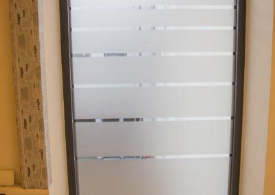 Fensterfolierung Glasdekorfolie mit Streifen Wasserburg