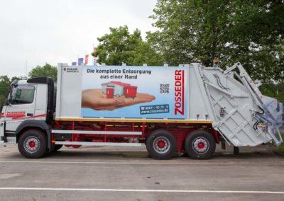 Schilder an Zosseder Müllwagen